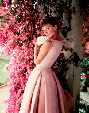 Audrey Hepburn 1955. © Norman Parkinson Ltd/Courtesy Norman Parkinson Archive)