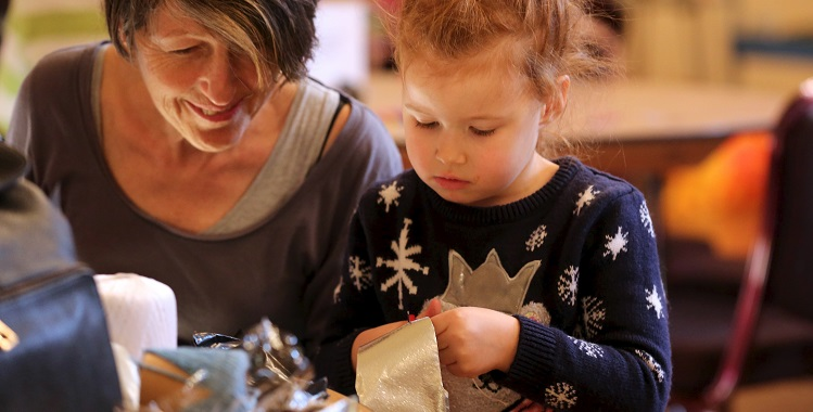 Create Christmas jumper decorations at the Fashion Museum Bath