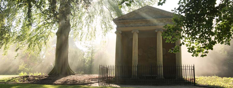 Temple of Diana at Blenheim Palace, where Sir Winston Churchill proposed