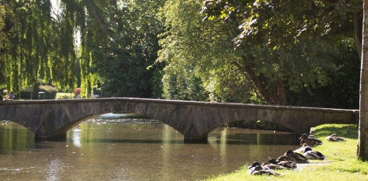 Best Cotswold Tours - Bourton on the Water