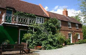 Old Manor Holiday Cottages Self Catering Accommodation Tewkesbury