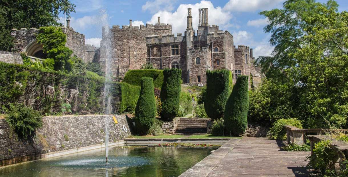 Berkeley Castle Gardens Castle Fort In Berkeley Stroud Cotswolds