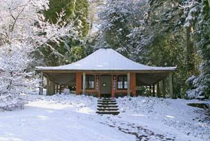 Batsford Arboretum Japanese Resthouse on a snowy day