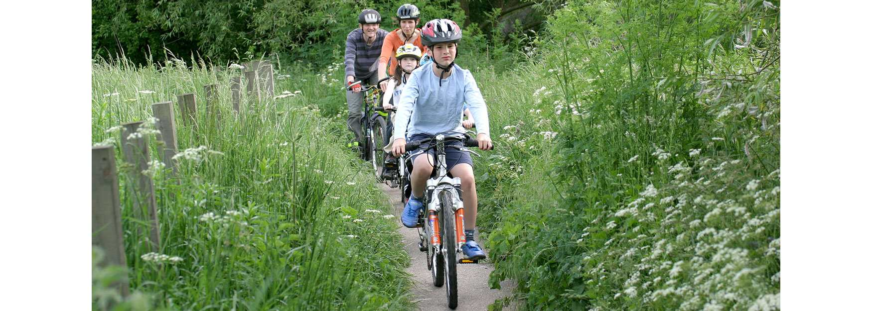Family cycling in the Cotswolds