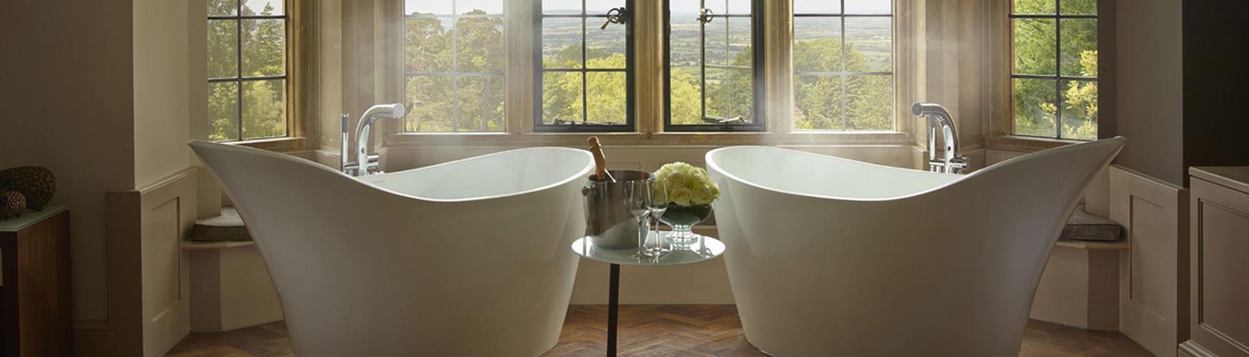 The baths in the Oak Suite at Foxhill Manor