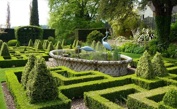 A guide to some of the gorgeous gardens of the Cotswolds