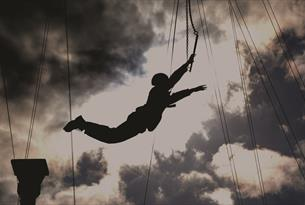 Trapeze jump at Head4Heights