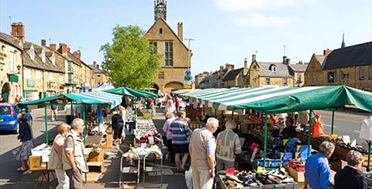 Moreton in Marsh Outdoor Market - Sale in Moreton in Marsh ...